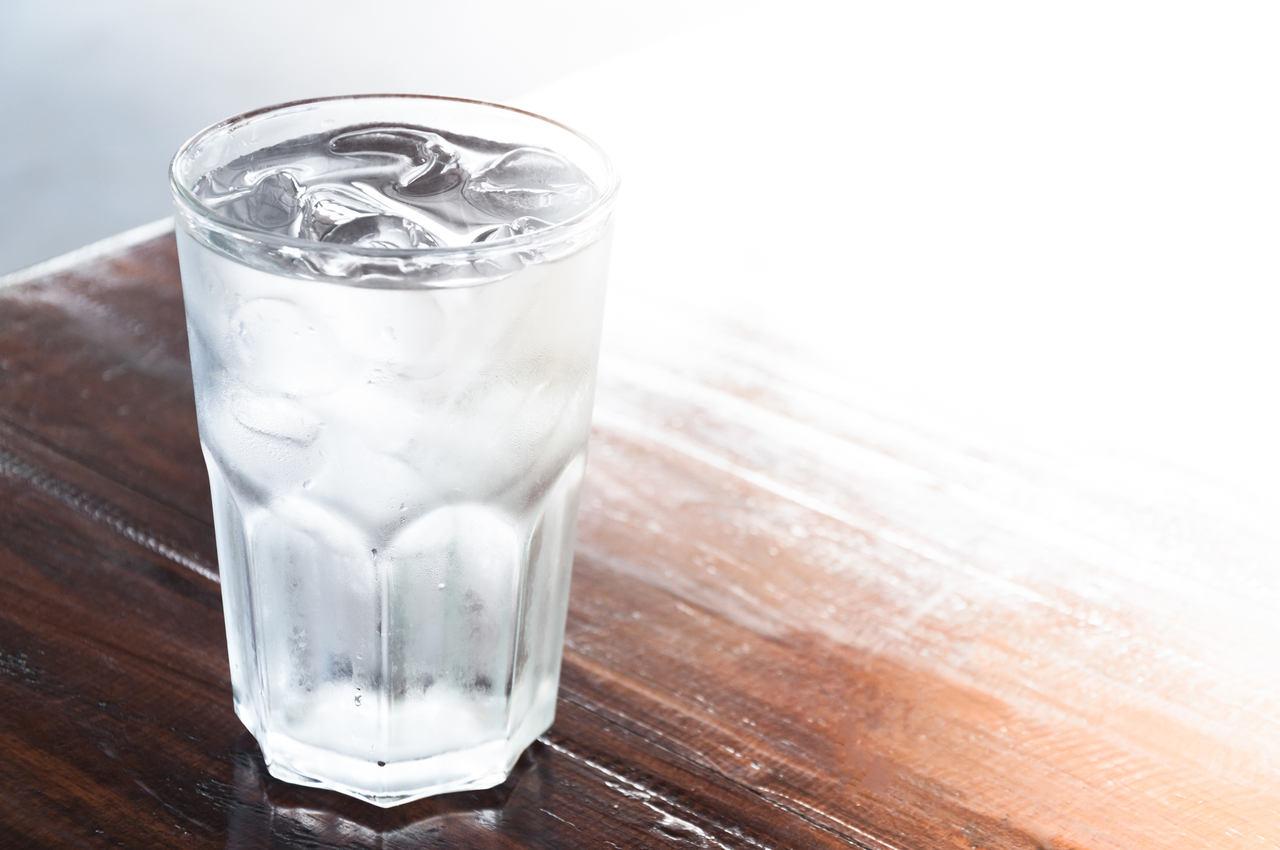 copo-água-mesa-emagrecer